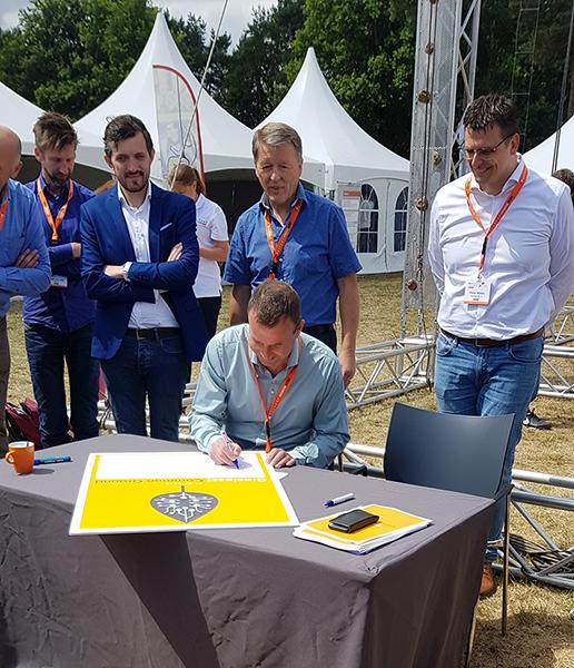 René Bal tekent Groeipact Common Ground